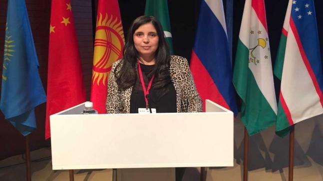 فاطمة رومات الباحثة المغربية تتألق في مؤتمر الذكاء الاصطناعي بروسيا